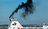 Shipping CO2 emissions : Ship starting her diesel engines